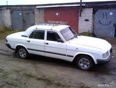 Водій зі своїм авто Волга